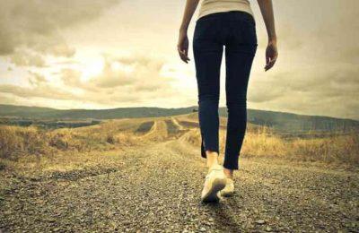 đi bộ có làm to chân không