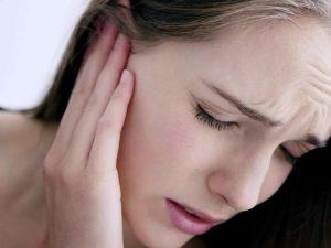 Bị ù tai sau khi ngủ dậy